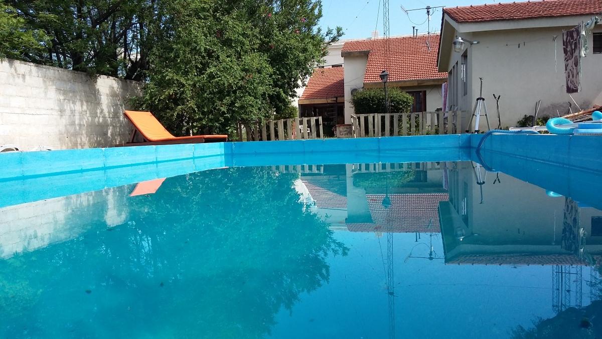 Como mantener el agua de la piscina en 3 pasos espacio de cesar - Agua de la piscina turbia ...